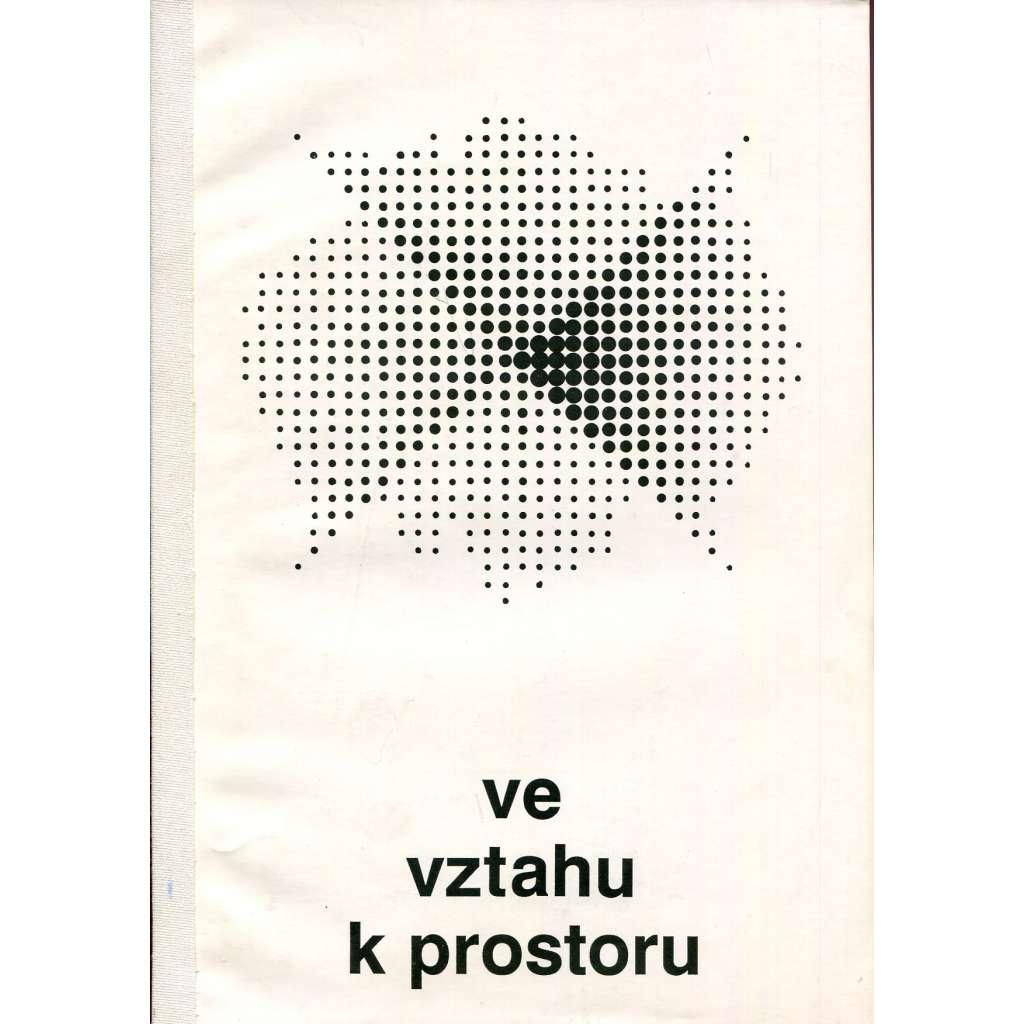 Ve vztahu k prostoru / In relation to space (katalog výstavy)